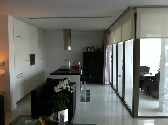 BYD Lofts Boutique Hotel & Serviced Apartments: view of kitchen and balcony from lounge area