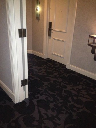International House Hotel: old and dirty-looking floor carpet and doors and deco