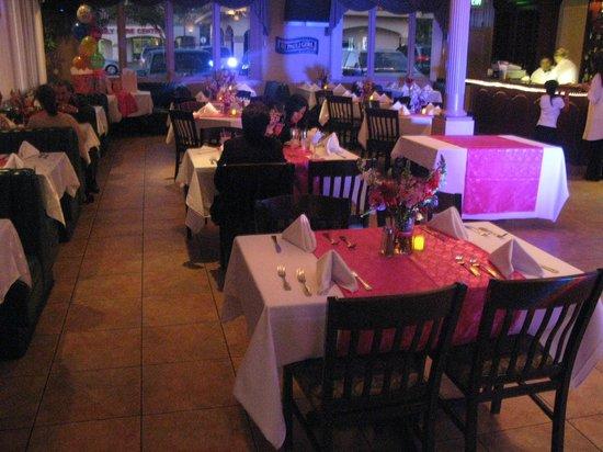 Grinder Deli Restaurant and Catering: Grinder Inside