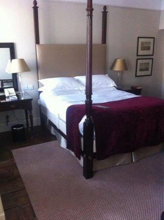 Macdonald Bear Hotel: Bedroom