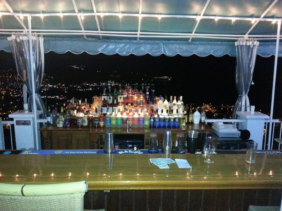Mafolie Hotel: Just before closing the bar at night time