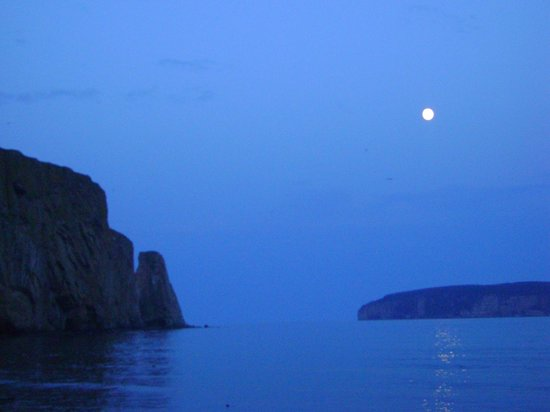 Pierced Rock (Rocher-Percé): le rocher au clair de lune