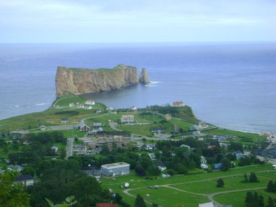 Pierced Rock (Rocher-Percé): Le rocher vu de Mont St-Anne