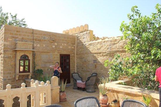 Hotel Killa Bhawan: Terrasse d'une des chambres