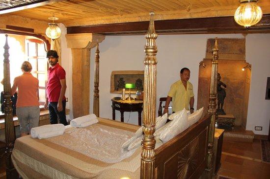 Hotel Killa Bhawan: Intérieur de la suite