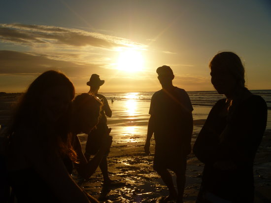Bazil's Hostel & Surf School : beach fire