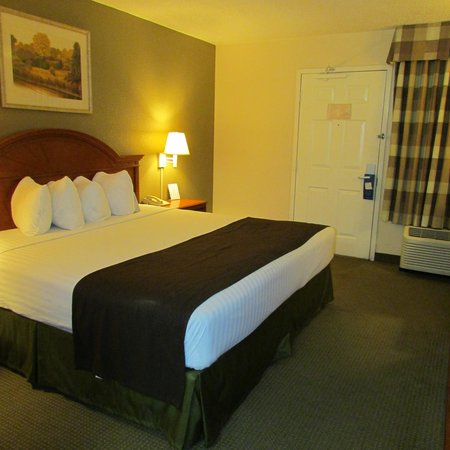 Baymont Inn & Suites Louisville East: The room