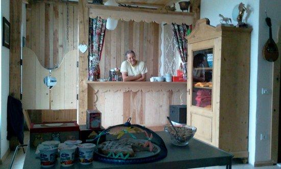Agritur Airone B&B: Un barista speciale