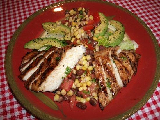 Sabor! Restaurant: Grilled Chicken Salad
