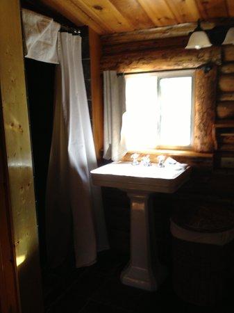 Spotted Horse Ranch: dark bathroom