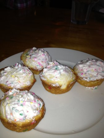 Spotted Horse Ranch: lame cupcake for dessert