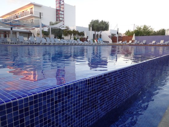 Hotel Puchet : Piscina