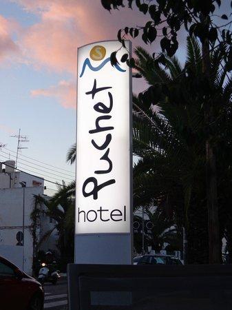 Hotel Puchet : Entrada del hotel