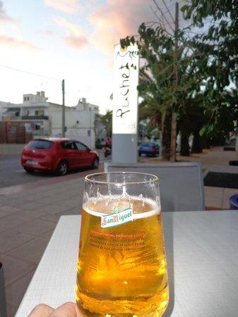 Hotel Puchet : Una cervecita desde el hotel