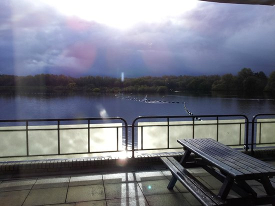 Drumpellier Country Park: the loch from cafeteria