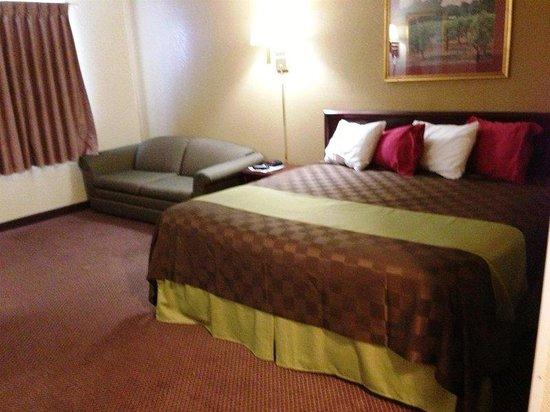 Americas Best Value Inn - Faribault: One King Bed Suite