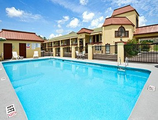Days Inn Orangeburg: Pool