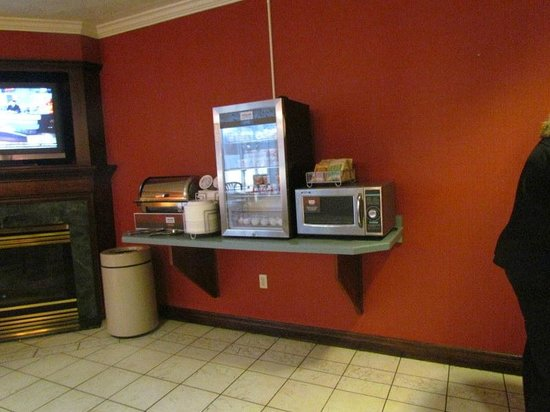 Comfort Suites: hot food area