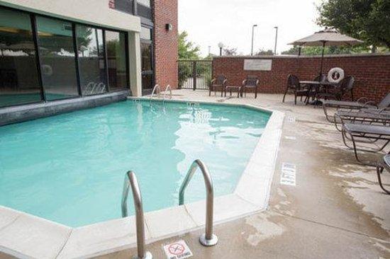 Drury Inn & Suites Columbus Dublin: Pool Area
