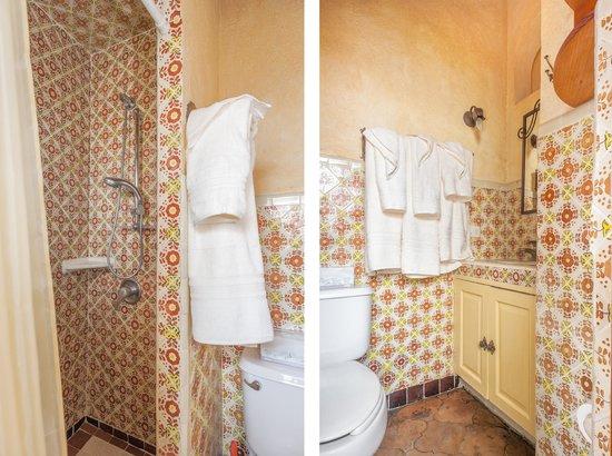 Tres Casitas Bonitas: Bathroom, Casita #2