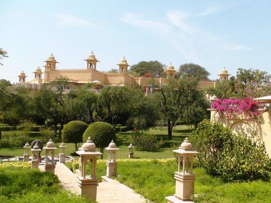 The Oberoi Udaivilas: Los jardines y las vistas de este singular hotel de la cadena Oberoi son espectaculares.