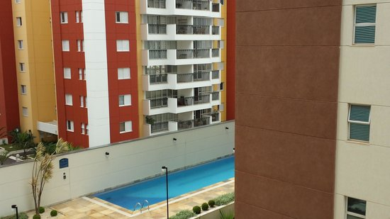 Astron Hotel Bauru : View from my room to the swimmig pool