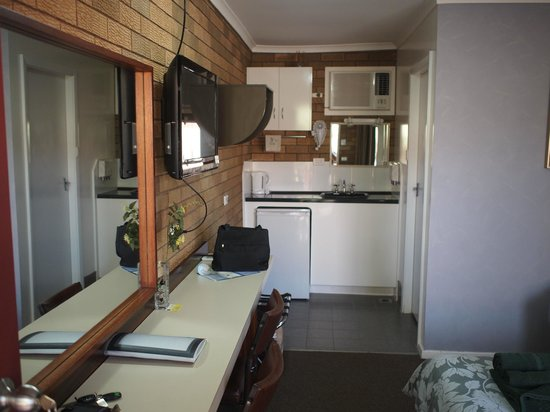 Camellia Motel Narrandera: Compact room