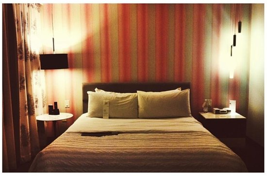 Le Meridien Dallas by the Galleria: My Queen Bed!