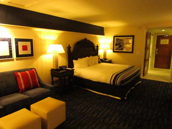 West Street Hotel: Vast rooms with maritime motifs