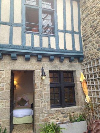 Auberge Saint-Pierre: Terrace looking into room