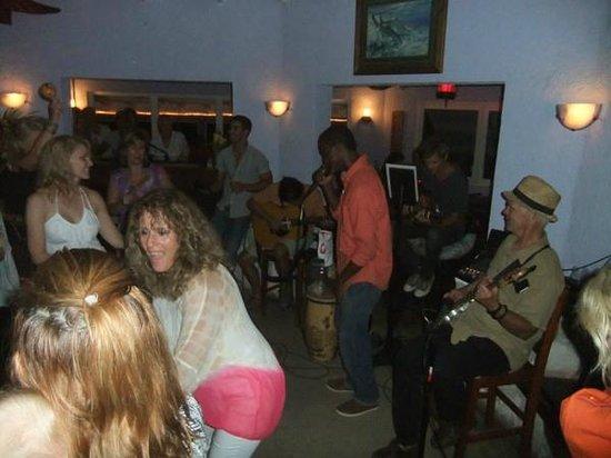 Rainbow Inn : Live music