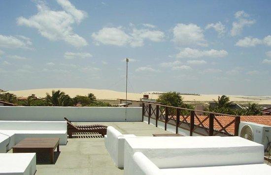 Pousada Caminho Da Praia: La terraza con vista a las dunas
