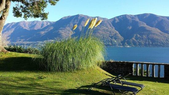 Hotel Collinetta : Der Garten mit Aussicht auf den See