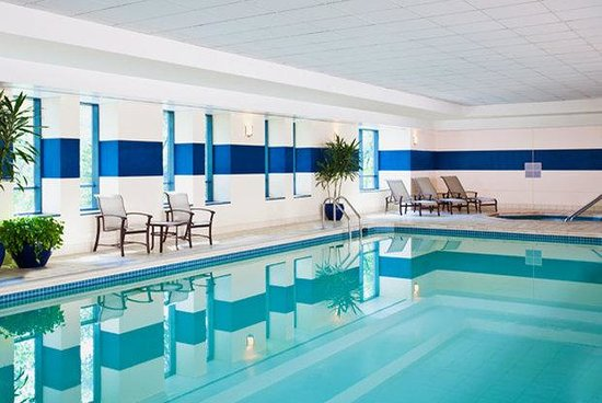 Sheraton Suites Old Town Alexandria: Pool and Spa