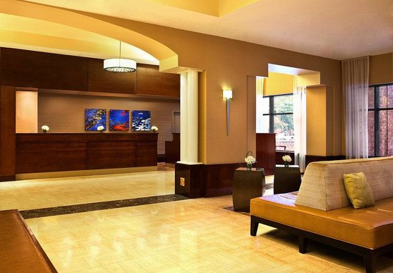 Sheraton Suites Old Town Alexandria: Lobby
