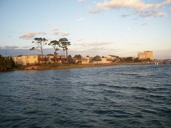 Roya Hotel & Suites: view across bay