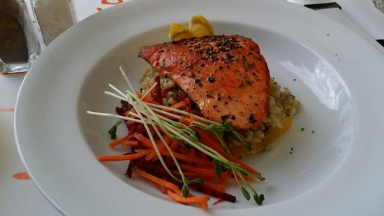 Waterfront Restaurant & Bar: Wonderful Salmon