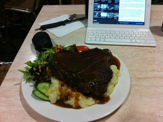 Narwee Hotel : Bistro Tbone with mash and salad was huge.