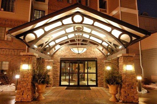 Aspen Suites Rochester: Aspen Entrance