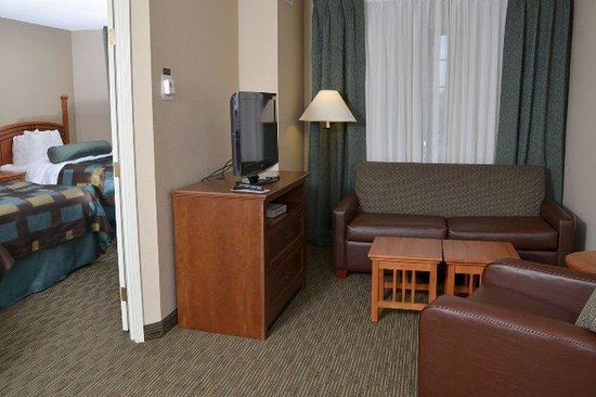 Aspen Suites Rochester: Veiw From Door