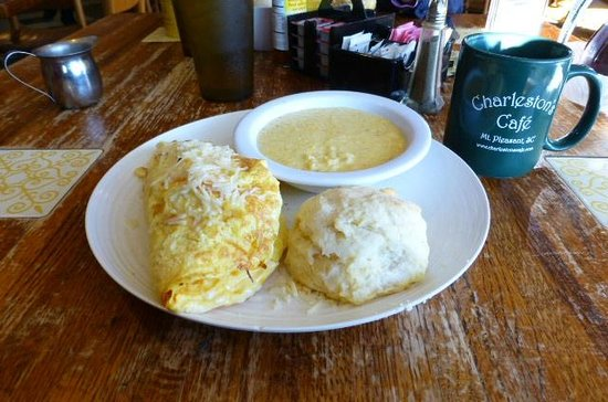Charleston's Cafe: Egg omlett and fixings