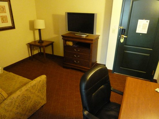 Country Inn & Suites By Carlson, Potomac Mills Woodbridge: Living area