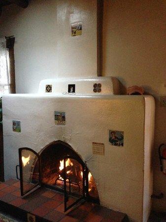 Hacienda Nicholas Bed & Breakfast Inn: wonderful kiva fireplace
