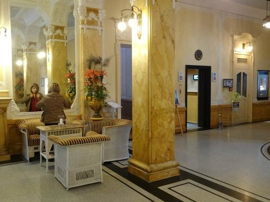 Hotel Royal St. Georges Interlaken - MGallery Collection : Mais do lobby e o elevador