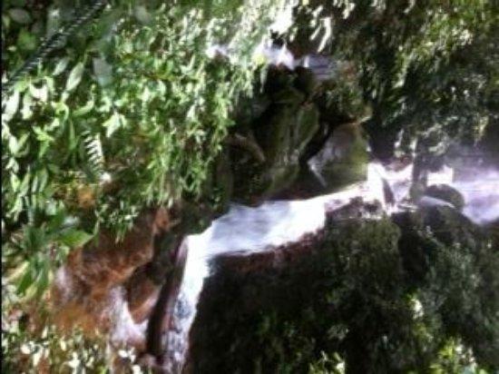 Condovac la Costa: Waterfall on the Volcano