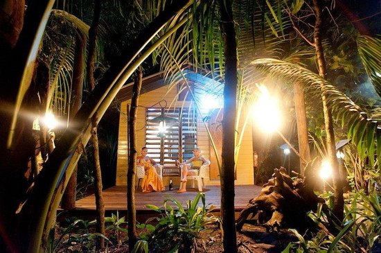 Robinson Crusoe Island Resort: Island Lodge Verandah Night