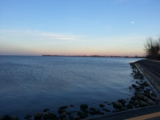 Maumee Bay State Park: Lake Shore at Dusk