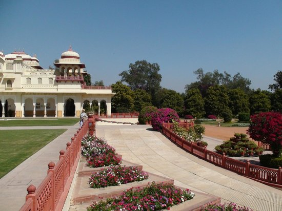 The Oberoi Rajvilas: Jardines del actual hotel Taj Rambagh Palace antigua residencia del Maharajá.