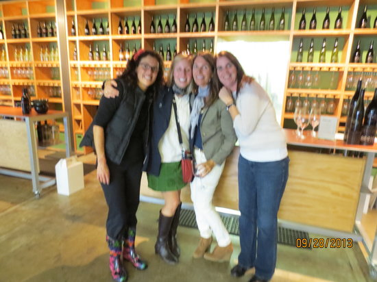 Idaho Winery Tours - Day Tours: Happy Tasters