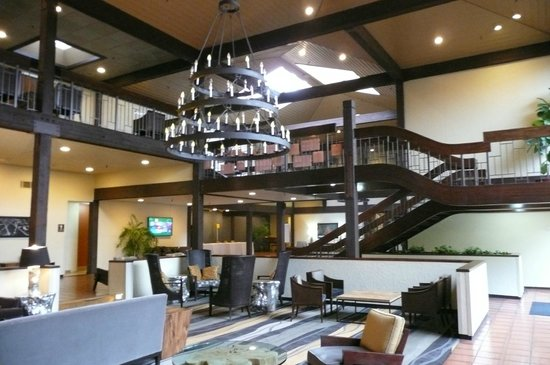 The Valley River Inn: lobby